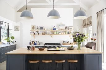 large family kitchen in period conversion house st P2DZ7BR scaled 1 e1605257432816 1